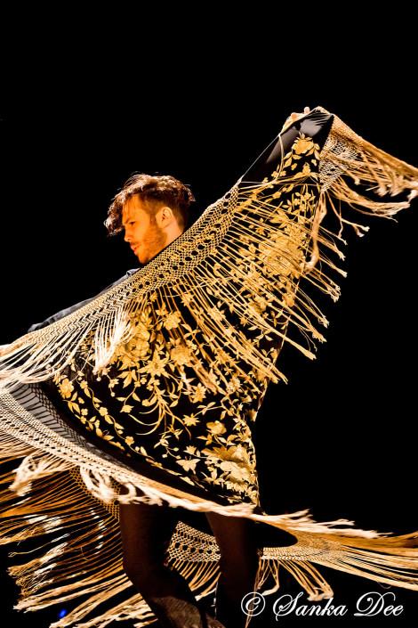 Emilio-Ochando-Flamenco-Dancer-Manton